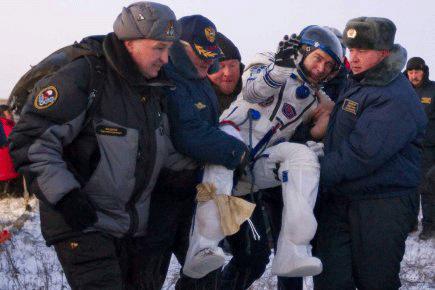 Photo du retour sur Terre de l'astronaute Sergei Volkov