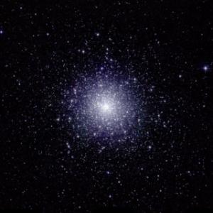 L'amas globulaire 47 Tucanae vu en inforouge proche - crédit : 2MASS