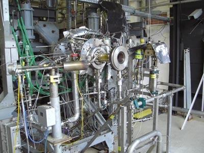 Essais à feu d'une chambre de combustion en LOX/méthane au banc P8 du DLR